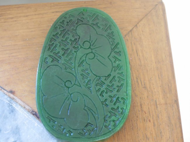 Large Chinese carved jade pendant. - 3