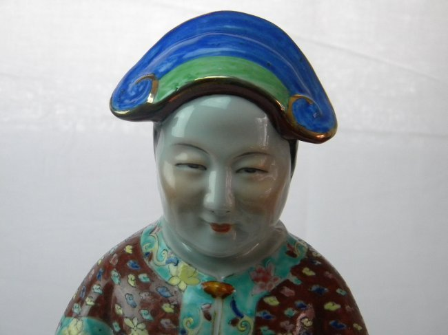 CHINESE ANTIQUE FAMMILE ROSE COURT OLD LADY - 4