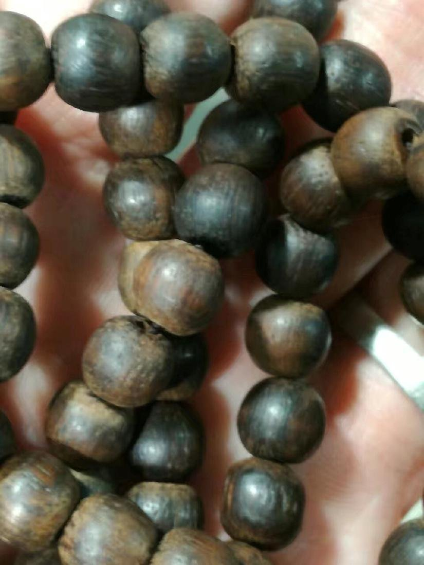 Antique Chinese Chenxiang Bead Necklace - 3