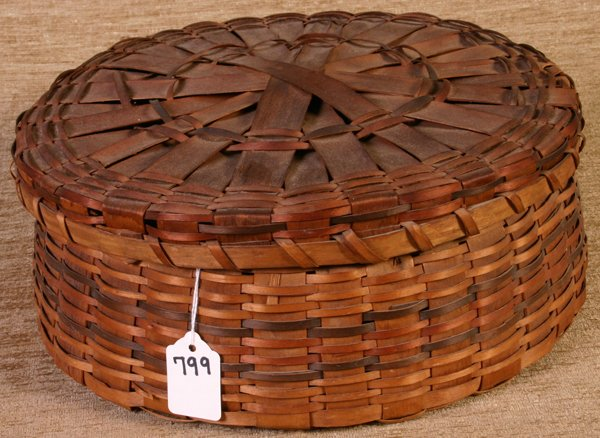 799: New England Tri Color Indian Basket with Lid, 12``