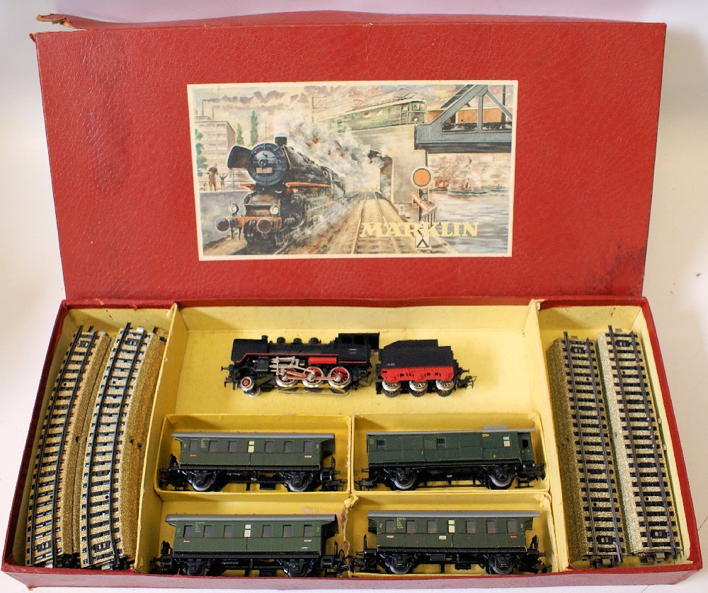 Vintage HO Scale MARKLIN Tin Train Set, FM 800 Loco,
