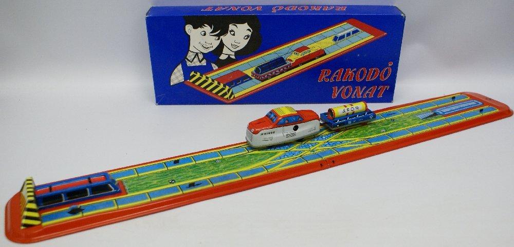Tin Windup RAKODO VONAT (Hungarian) Toy Track Set in - 2