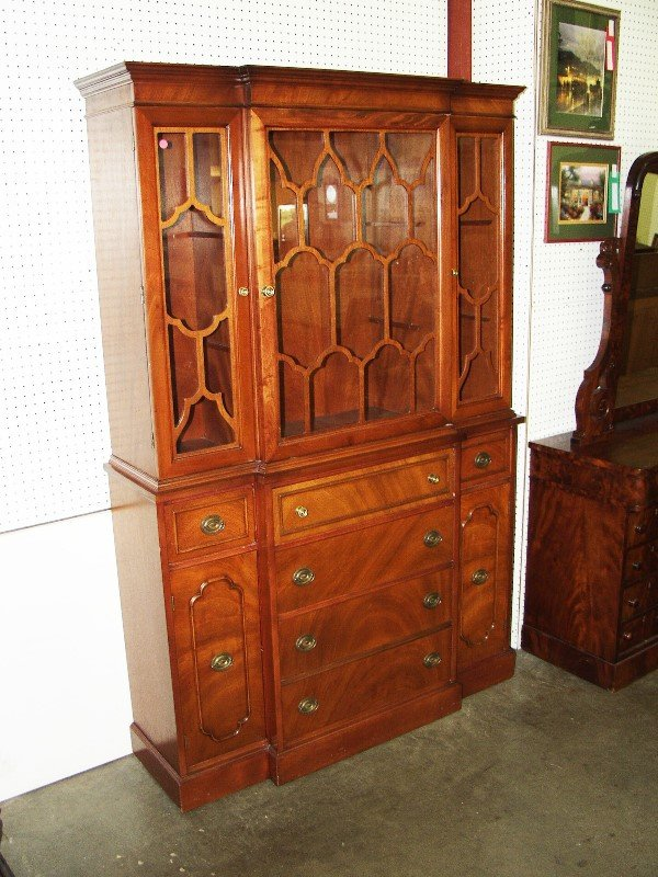 1121: Sectary China Cabinet