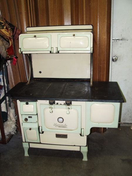 327: Monarch Porcelain Wood Cook Stove - 327: Monarch Porcelain Wood Cook Stove : Lot 0327