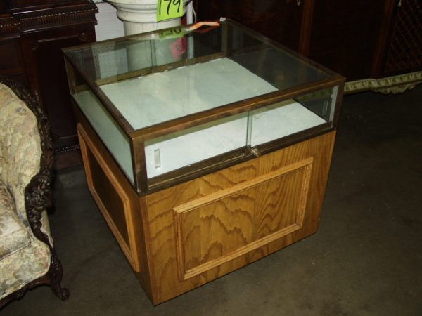 265: Display Cabinet with Locks