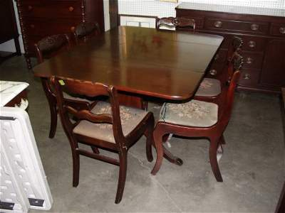 530: Duncan Phyfe Draw Leaf Table with 6 Roseback Chair
