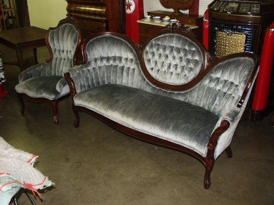 202A: Victorian Rose Back Button & Tuck Sofa & Chair