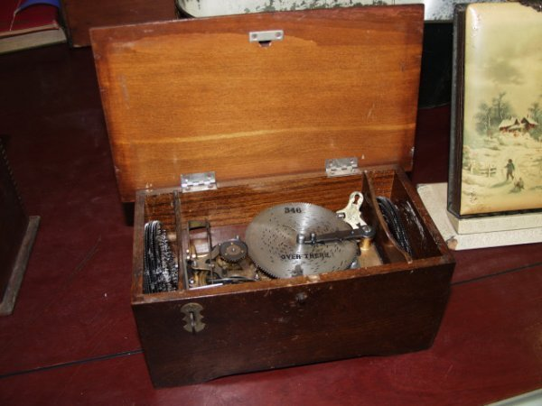 14: Antique Thoren Music Box with 13 Disk