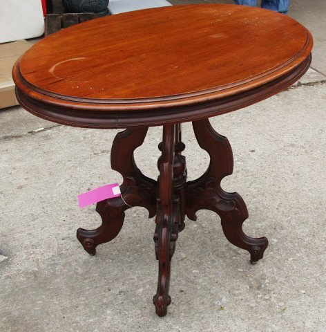 20: Oval Walnut Victorian Table