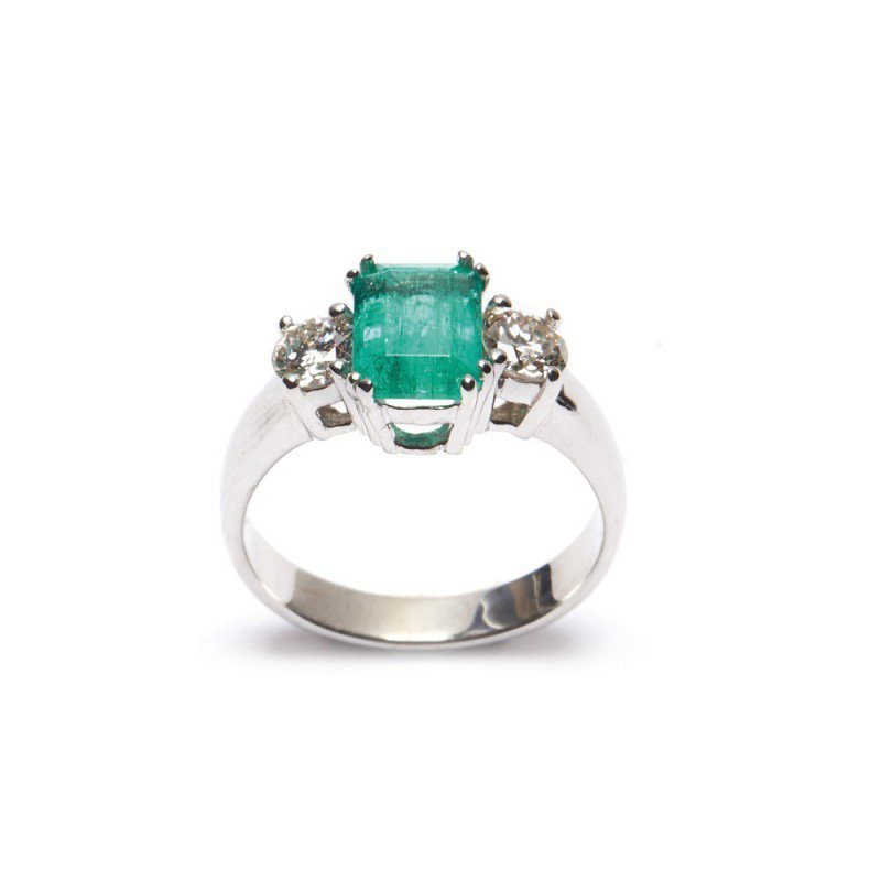 Diamond Ring integrated with Emerald