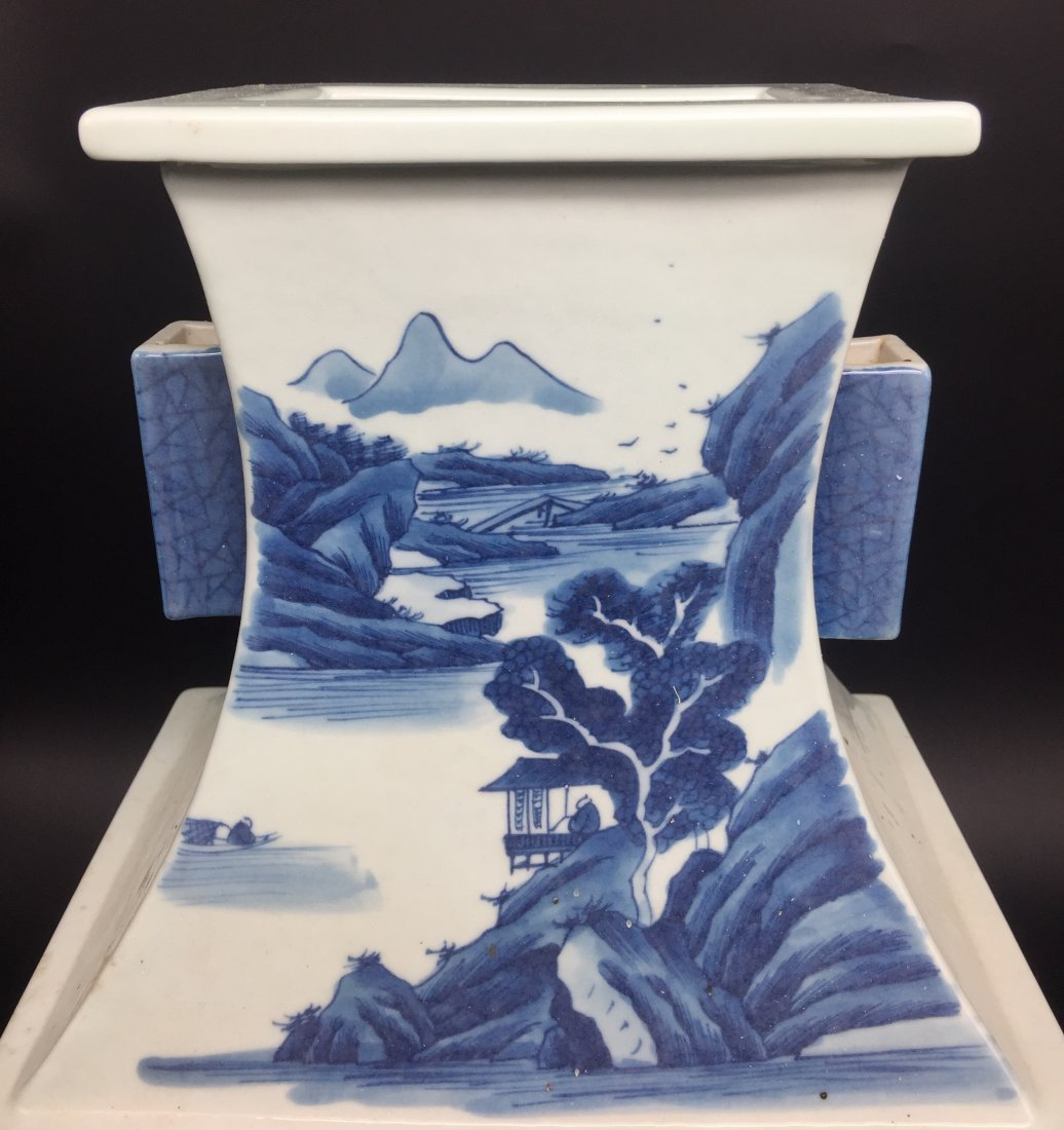A Magnificent Kangxi Style Blue and White Vase - 4