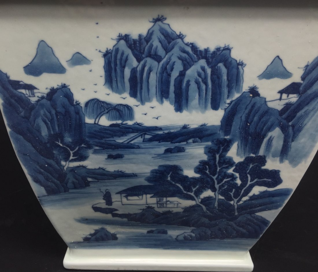 A Magnificent Kangxi Style Blue and White Vase - 5