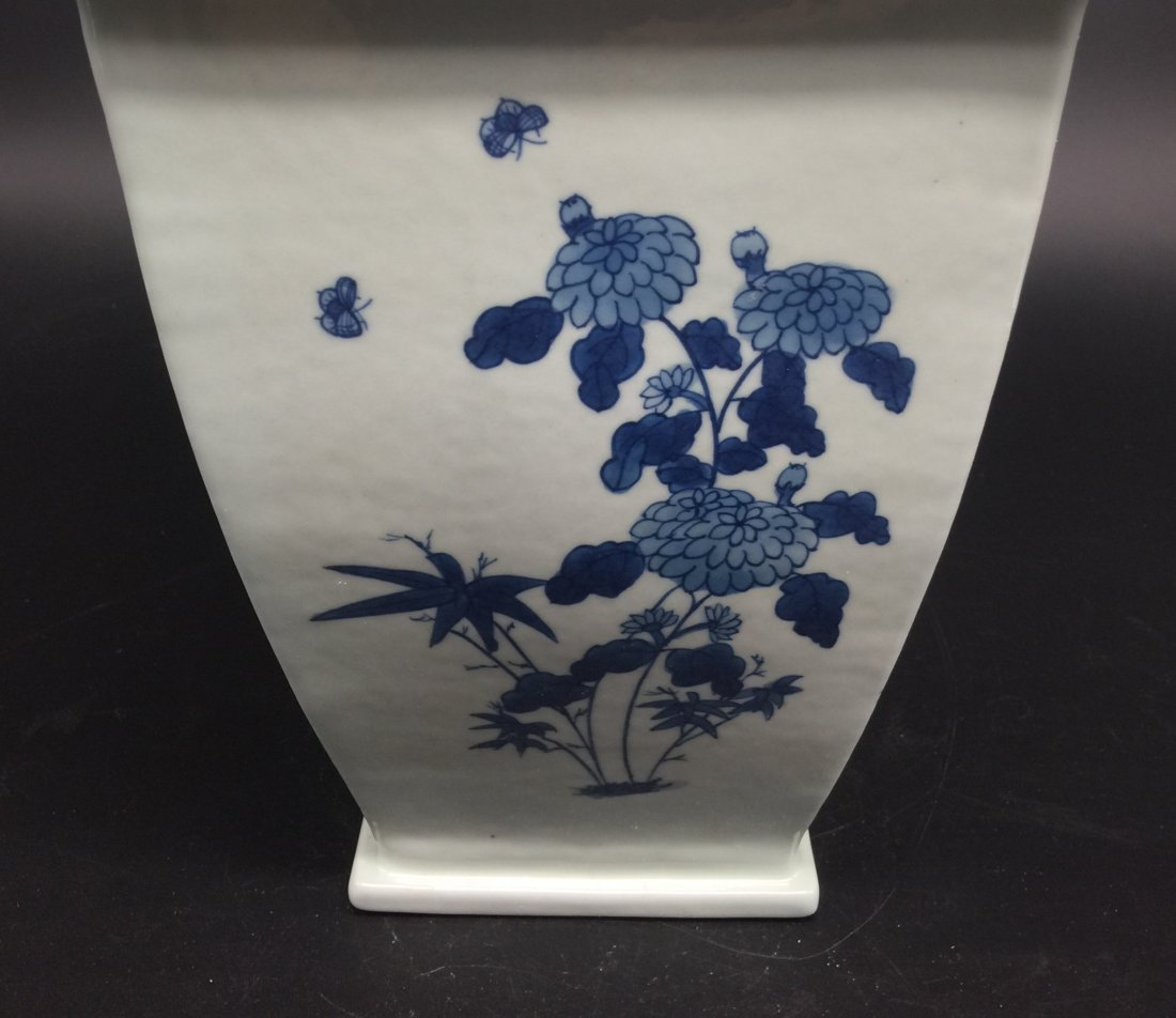 A Magnificent Kangxi Style Blue and White Vase - 6