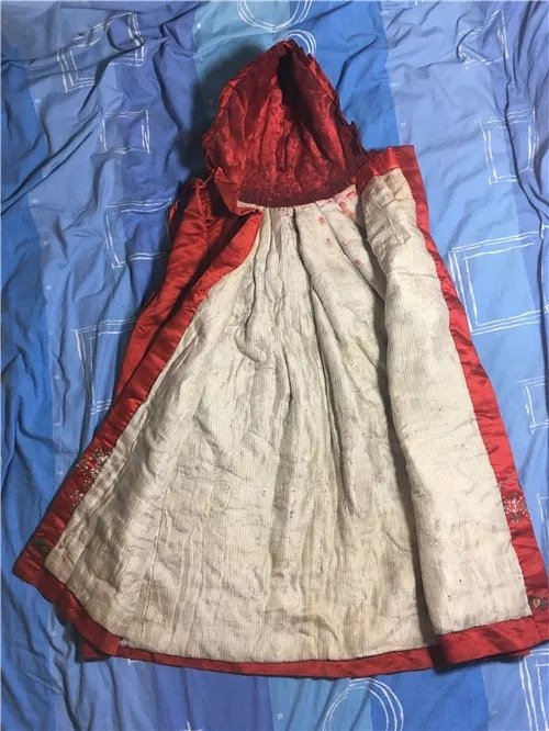 Antique Chinese Embroidered Silk Cloak - 4