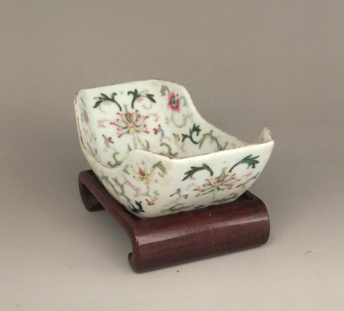 Qing Dynasty Famille Rose Washer with Hardwood Stand - 3
