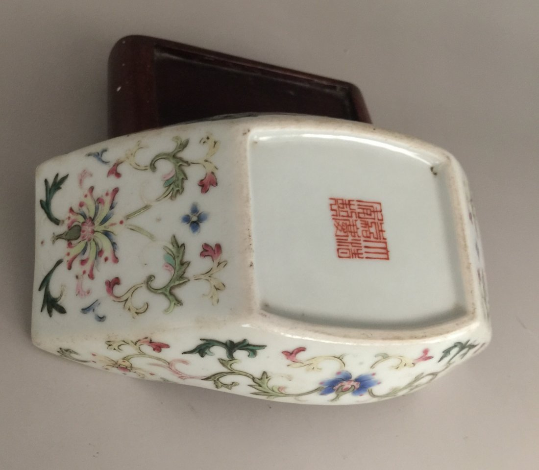 Qing Dynasty Famille Rose Washer with Hardwood Stand - 5