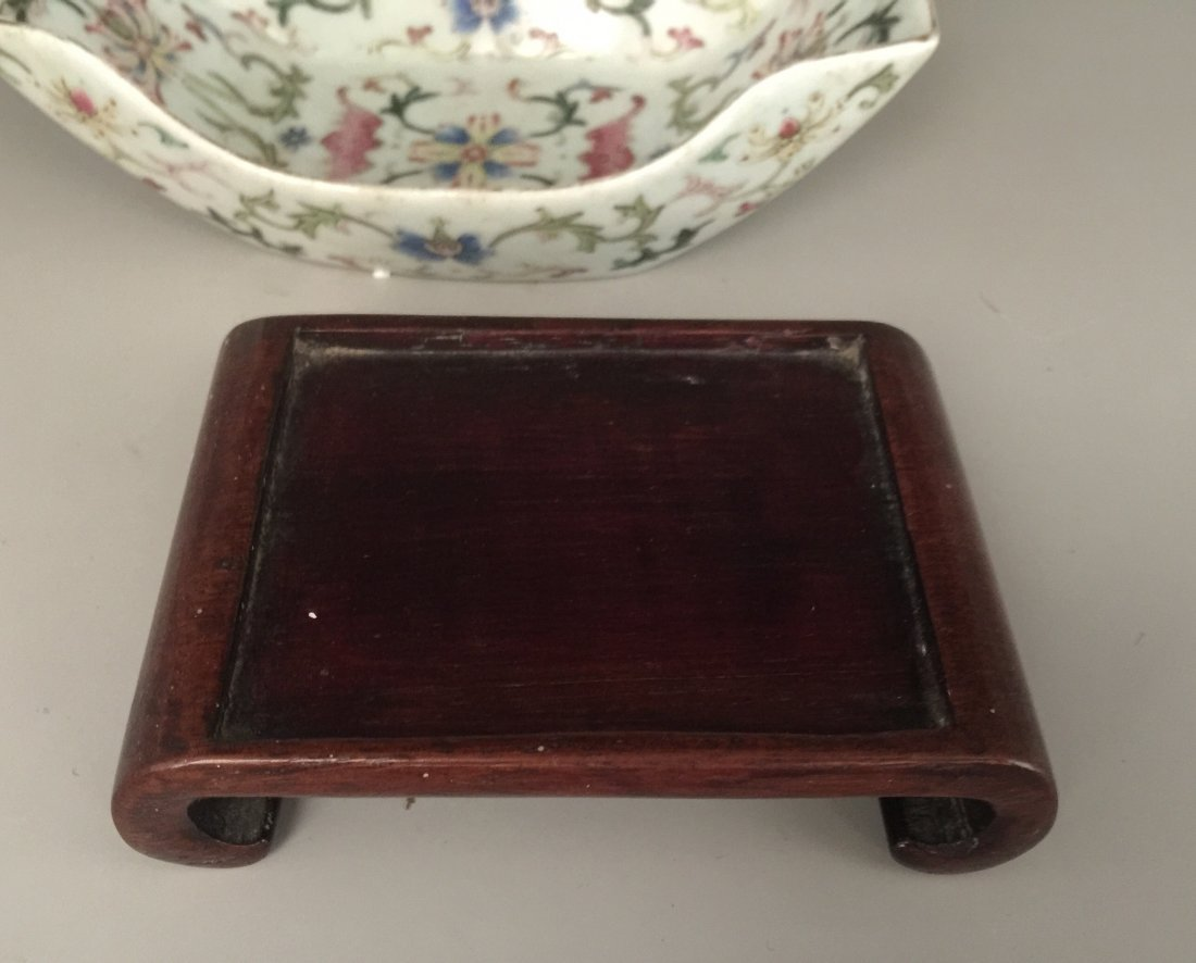 Qing Dynasty Famille Rose Washer with Hardwood Stand - 7