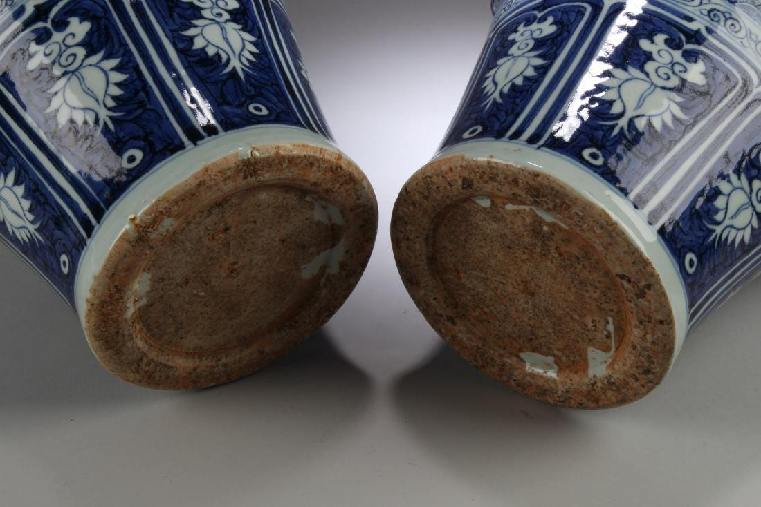 A Pair of Chinese Blue & White Porcelain Vases with Lid - 4