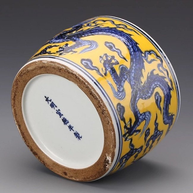 Antique Chinese Blue and White Yellow Jar with Cover - 5