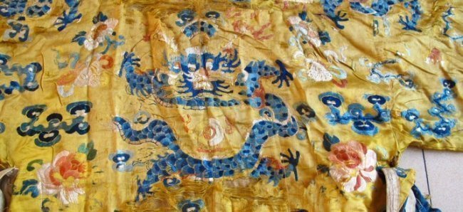 Qing Dynasty Embroidered Silk Robe - 2