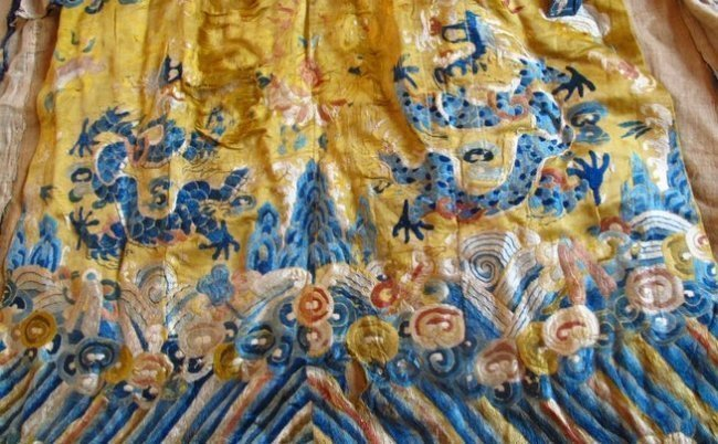 Qing Dynasty Embroidered Silk Robe - 3