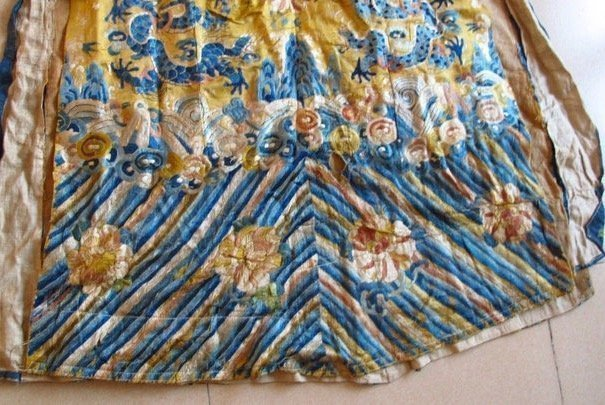Qing Dynasty Embroidered Silk Robe - 4