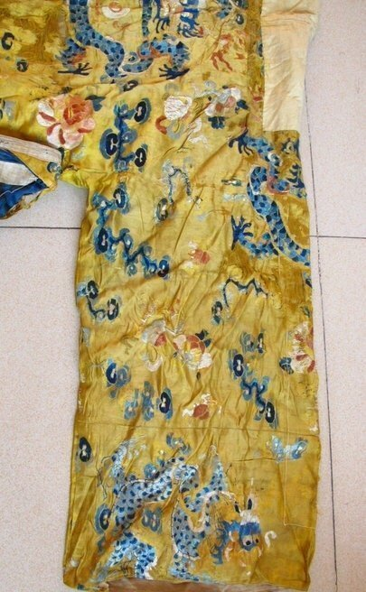 Qing Dynasty Embroidered Silk Robe - 5