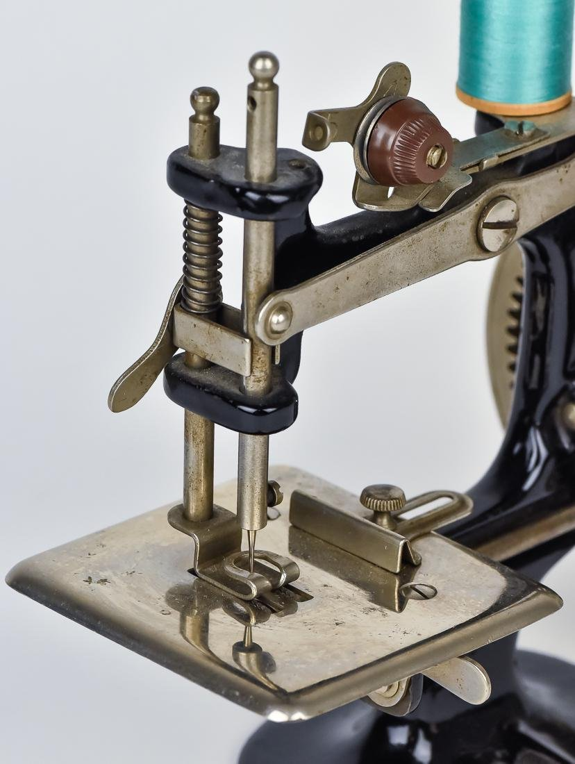 Singer Child's Sewing Machine - 5