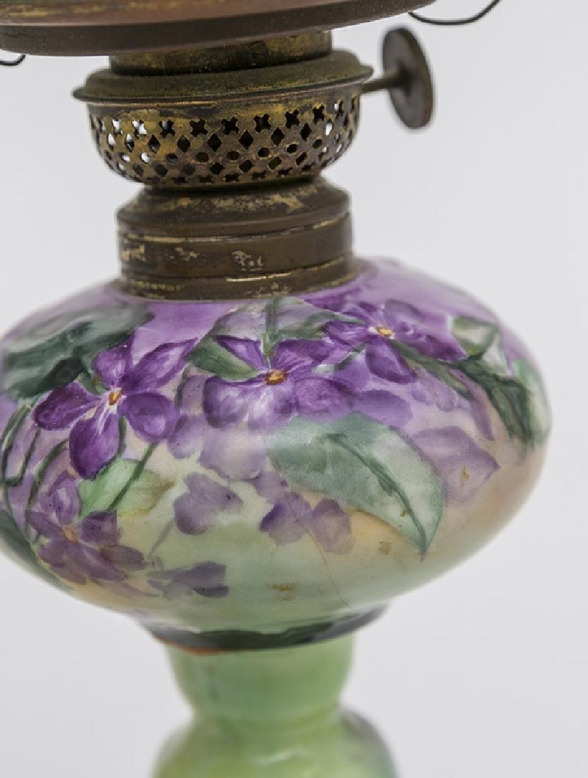 Two Victorian Porcelain Oil Lamps - 4