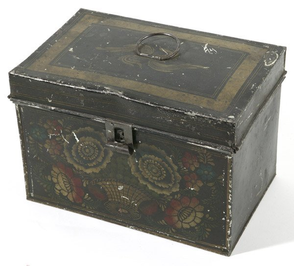 18: EARLY DECORATED TOLEWARE BOX