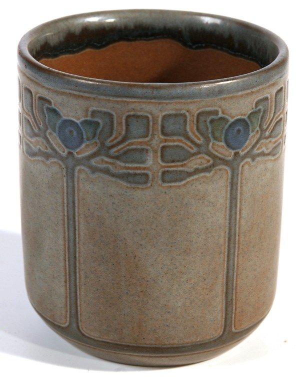 190: MARBLEHEAD ART POTTERY VASE BY ARTHUR BAGGS