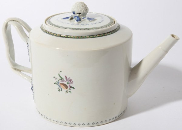 10: EARLY 19TH CENTURY CHINESE EXPORT TEAPOT