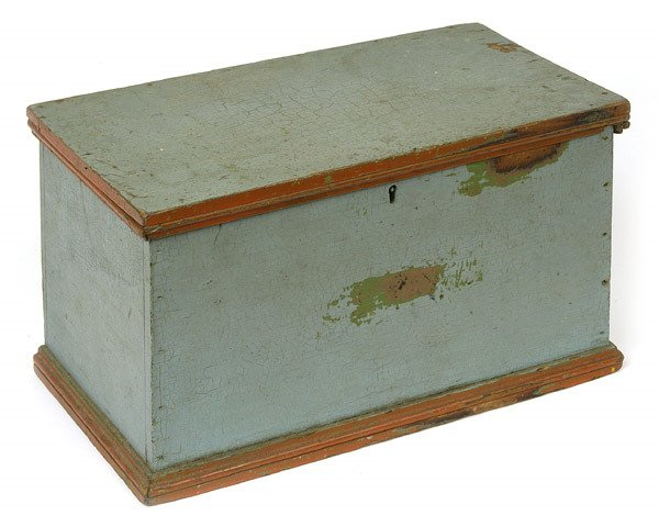 19: EARLY PAINTED BOX WITH H-HINGED LID
