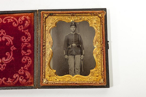 Cased Civil War Photo Of Armed Union Soldier - 2