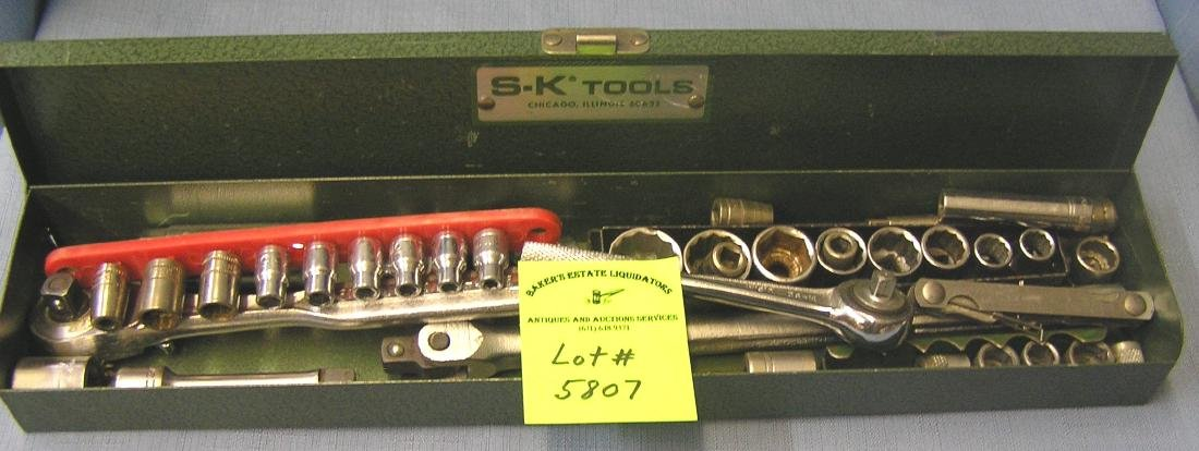 Socket and ratchet set with metal box
