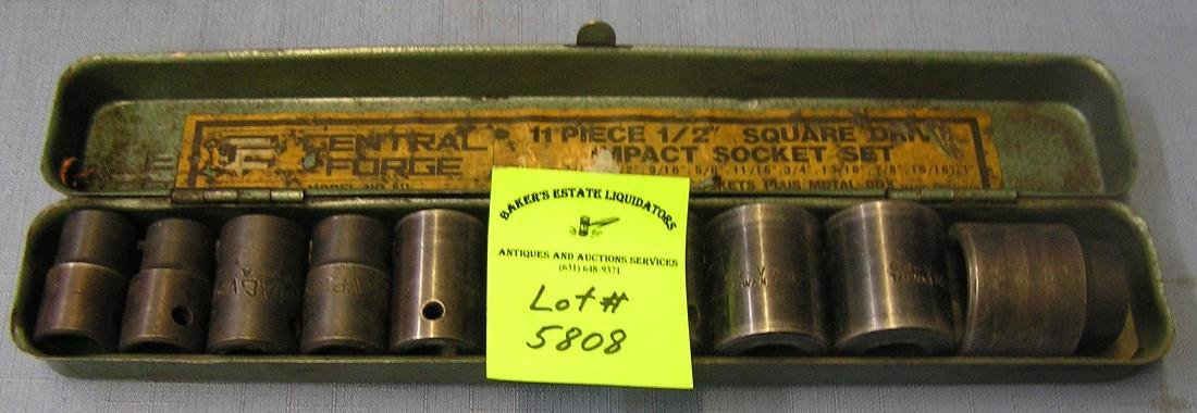 Heavy duty socket set with metal box