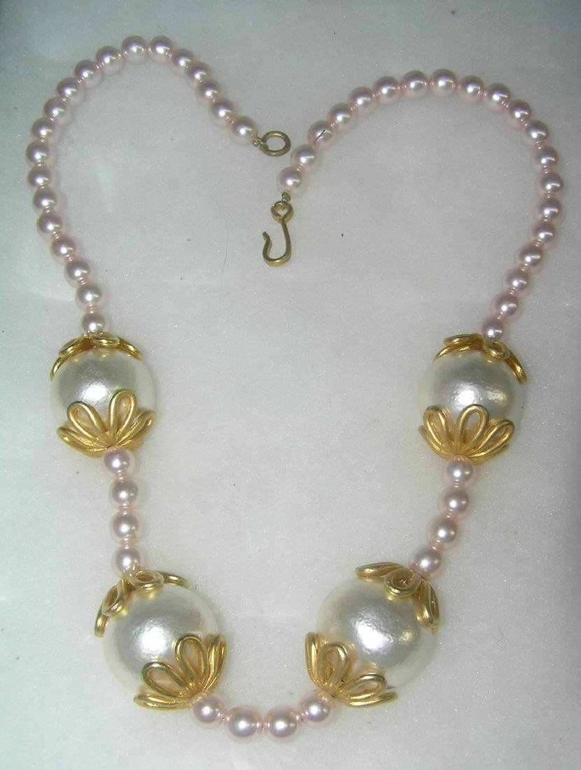 Vintage pearl and gold tone necklace