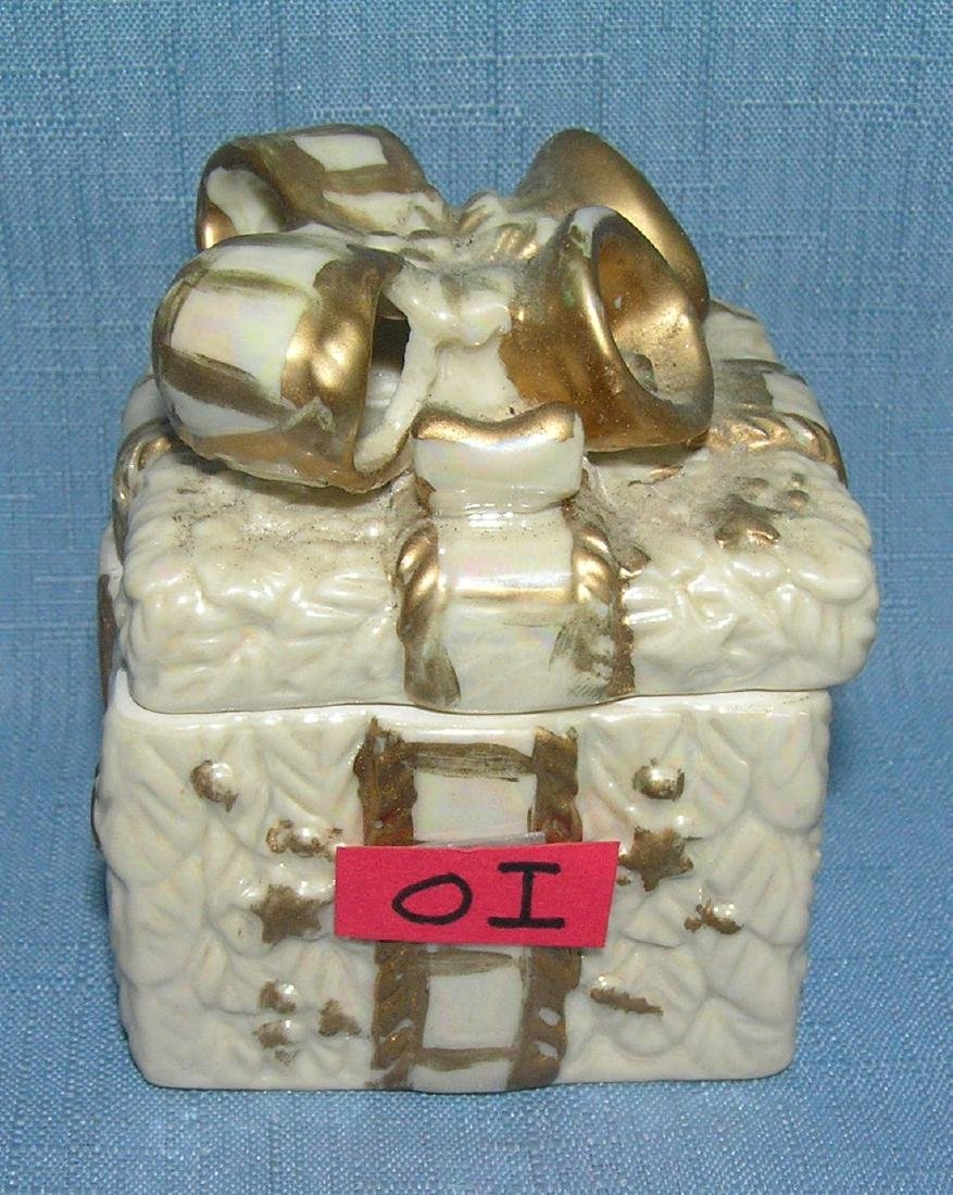Porcelain gift box shaped trinket box