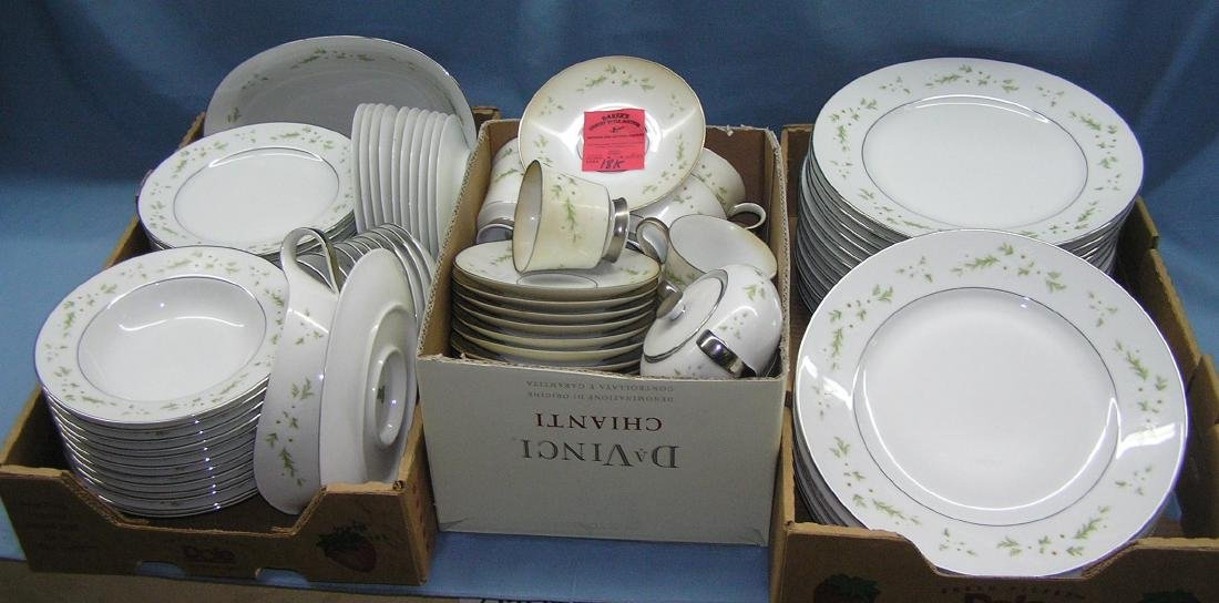 Heinrich floral decorated dinnerware set