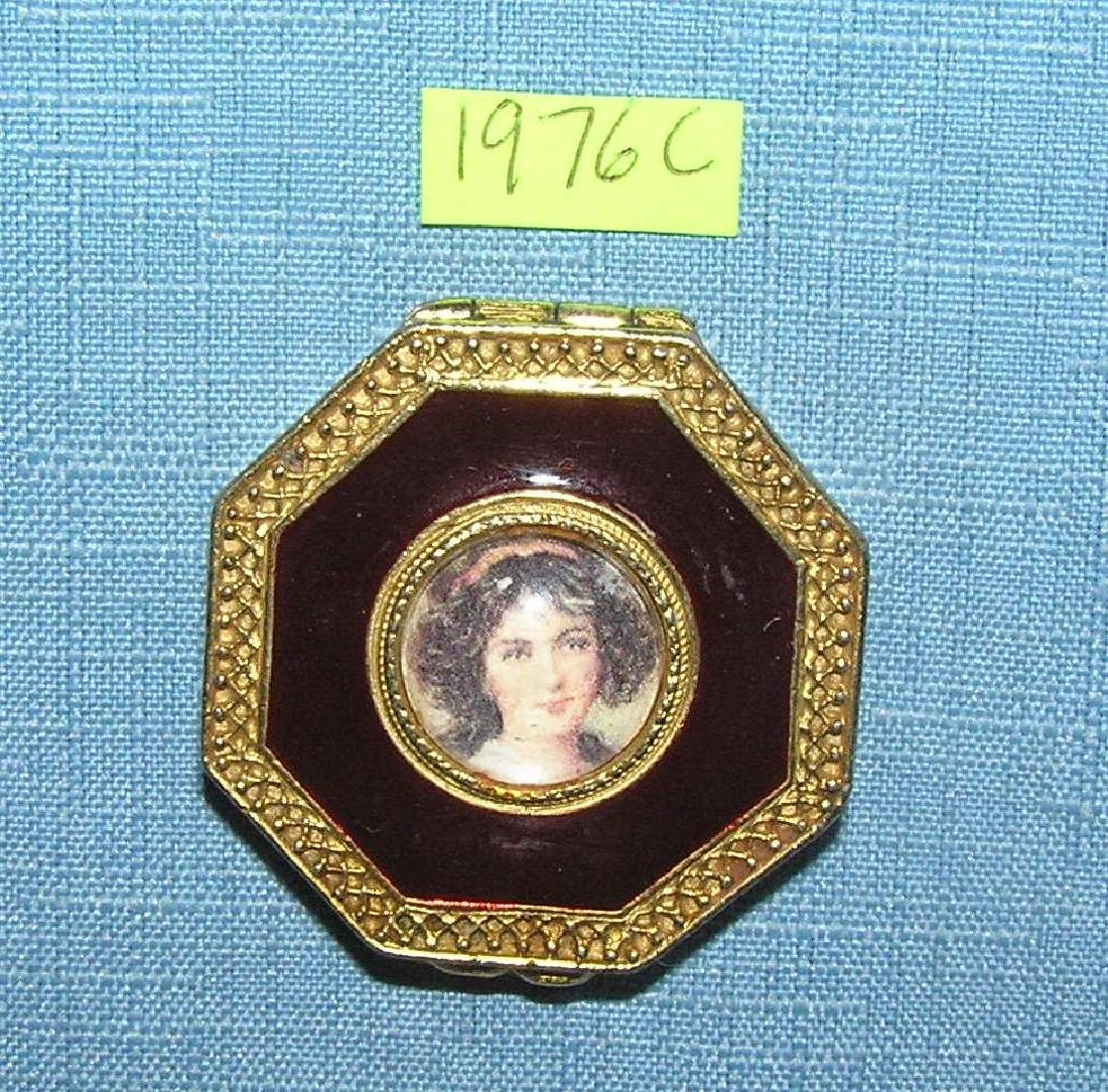 Nice vintage portrait decorated make up compact