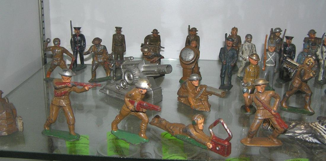 Large collection of early dime store toy soldiers