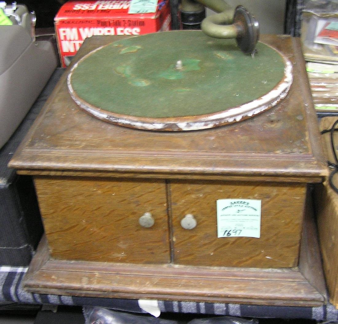 Antique solid oak RCA windup phonograph