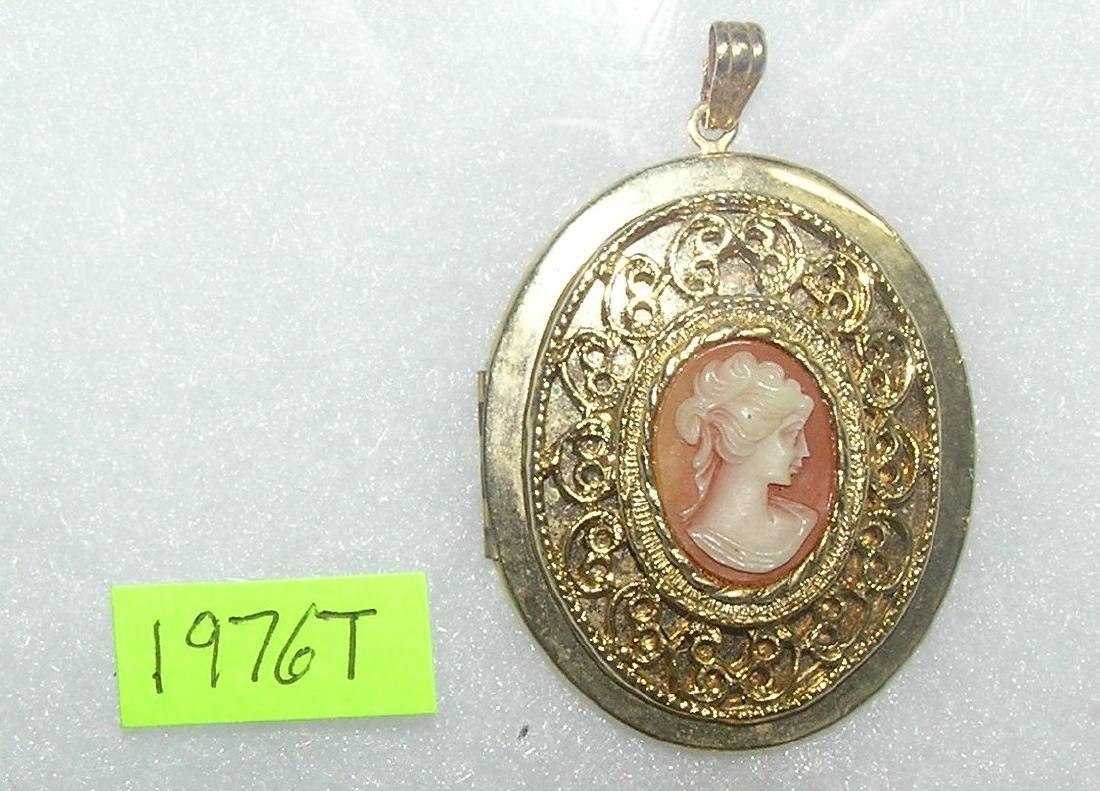 Vintage cameo style locket