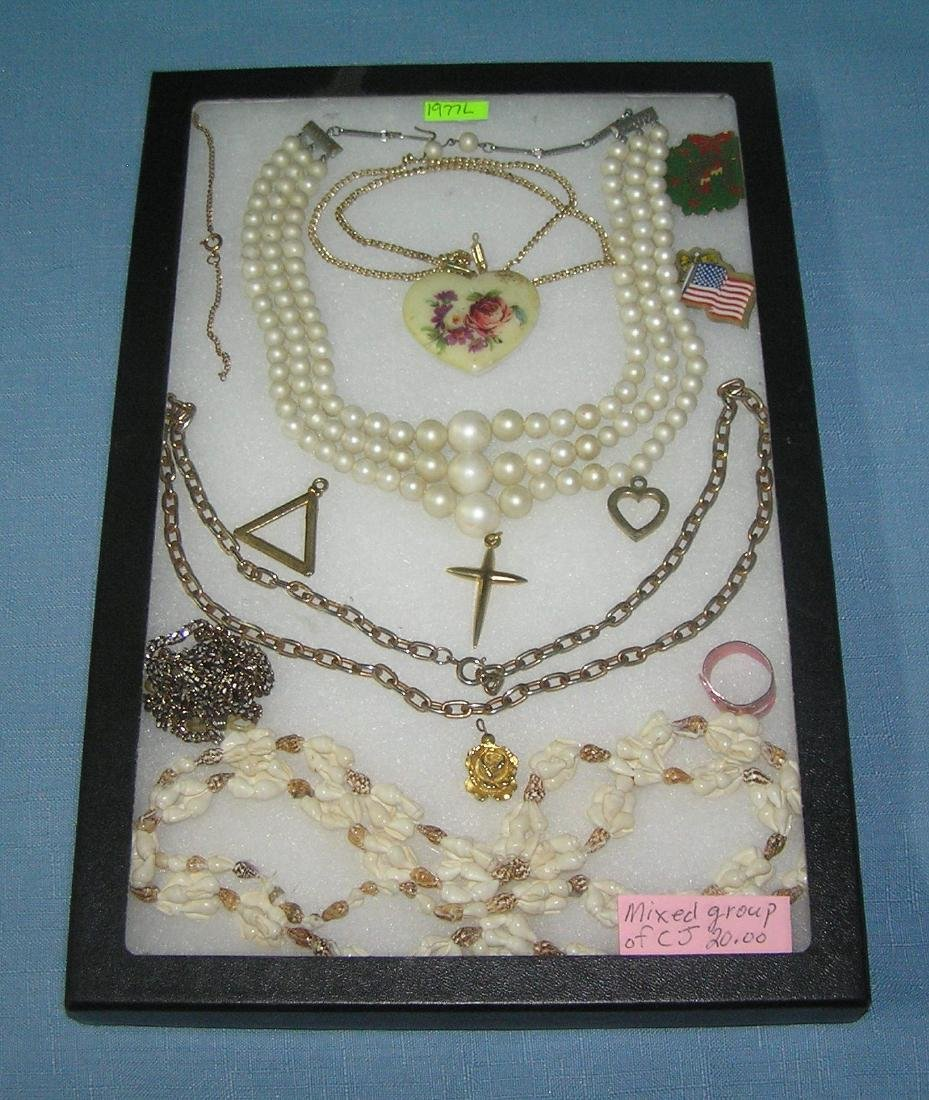 Mixed group of vint. costume jewelry and pieces