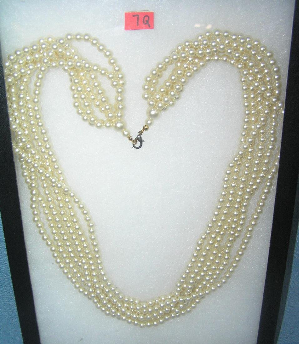Costume jewelry pearl necklace