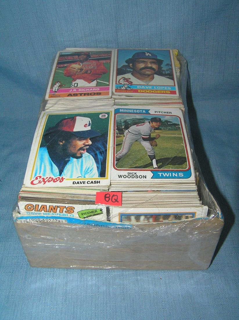 Large box of over 1000 vintage baseball cards