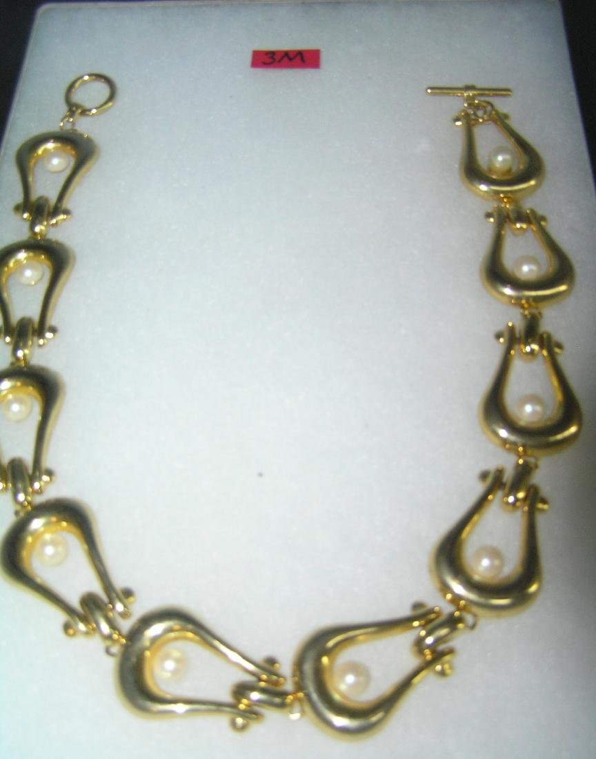Gold tone and pearl necklace