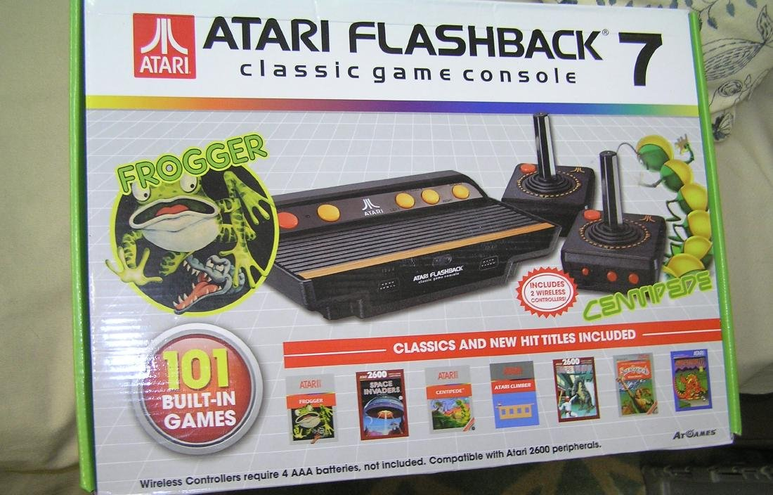 Vintage style Atari Flashback 7 classic game console