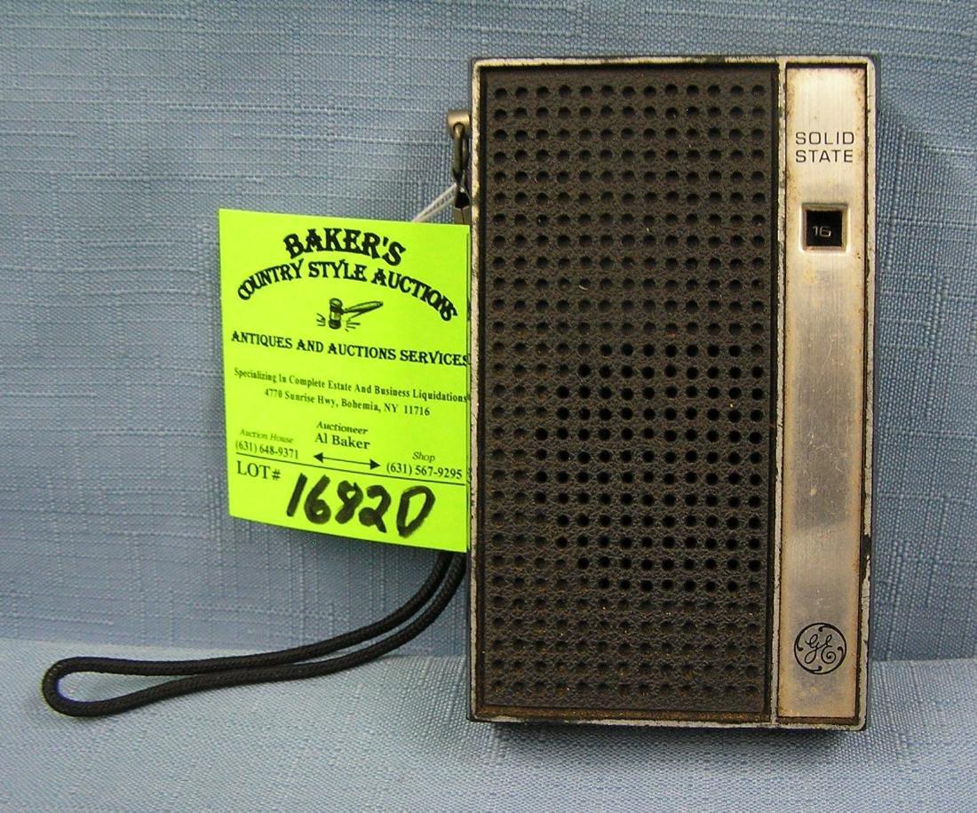 Vintage GE solid state transistor radio