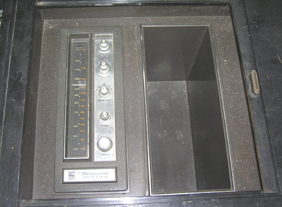 Vintage Magnavox stereo and phonograph - 2